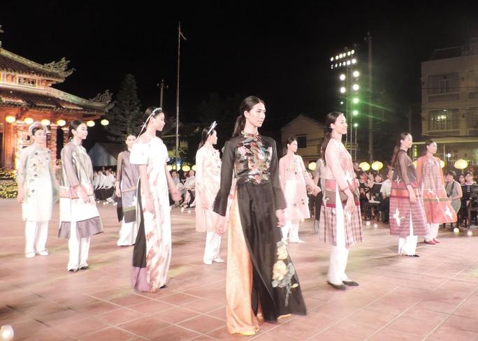 Ấn tượng thời trang tại Đêm lụa Phương Đông huyền ảo          - Ảnh 10.
