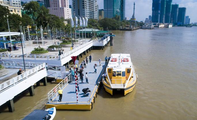 Ngắm tàu buýt đường sông đầu tiên tại TP HCM - Ảnh 8.