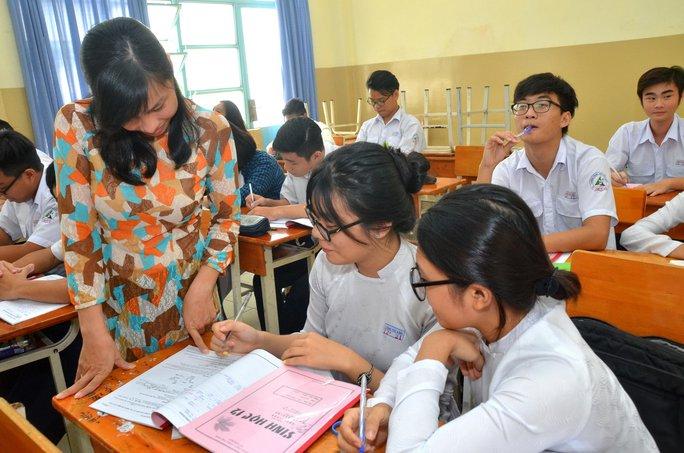 Học sinh tại TP HCM ôn thi môn sinh học Ảnh: TẤN THẠNH