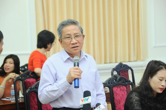 GS Nguyễn Minh Thuyết trả lời tại buổi họp báo chiều 24-3 Ảnh: XUÂN TRUNG