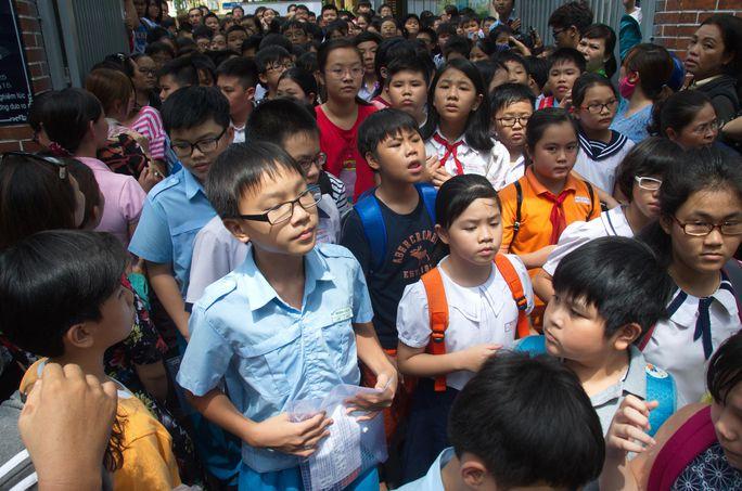 Tuyển sinh lớp 6 nóng vì nhiều học sinh giỏi - Ảnh 1.