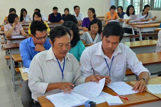 Thi THPT quốc gia: Giáo viên chấm thi tại địa phương mình - Ảnh 1.