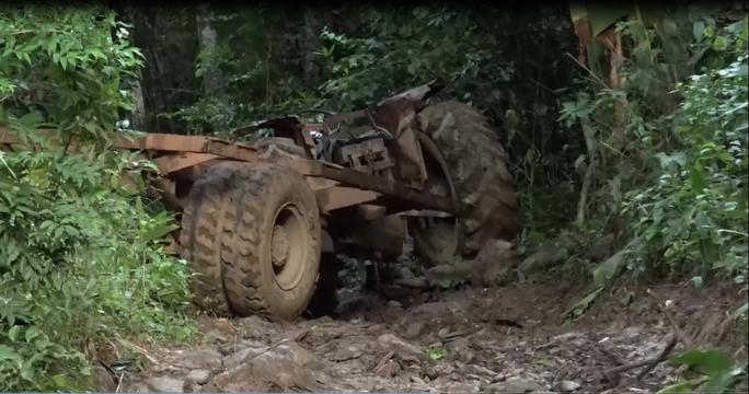 Cận cảnh công trường khai thác gỗ lậu khủng ở Đắk Lắk - Ảnh 7.