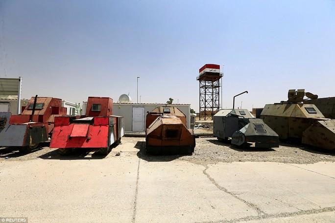 """Iraq: Tham quan """"nghĩa địa"""" xe đánh bom tự sát của IS - Ảnh 12."""