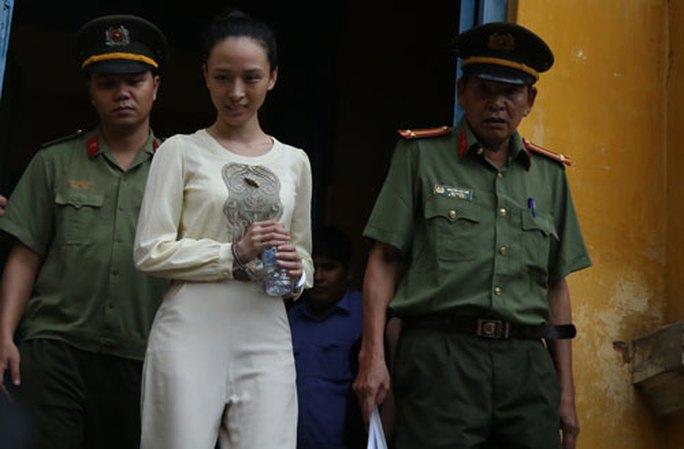 Xét xử hoa hậu Phương Nga: Khai gian có thể bị xử tù - Ảnh 1.