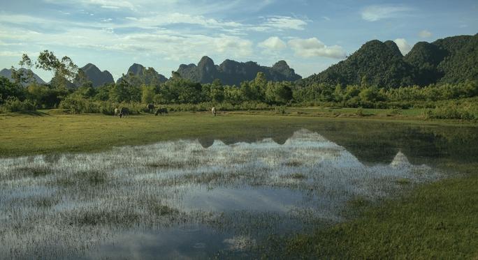 Victor Vũ phô diễn vẻ đẹp Quảng Bình trong phim mới - Ảnh 11.