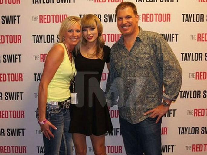 1 USD danh dự và thông điệp Đừng im lặng của Taylor Swift - Ảnh 1.