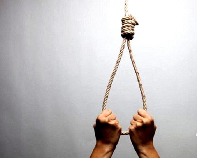 Buồn chuyện tình cảm, một thầy giáo treo cổ tự tử - Ảnh 1.