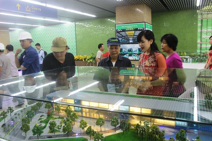Háo hức mục sở thị tàu đường sắt Cát Linh - Hà Đông - Ảnh 4.