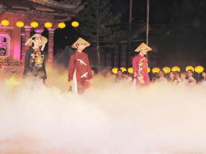 Ấn tượng thời trang tại Đêm lụa Phương Đông huyền ảo          - Ảnh 12.