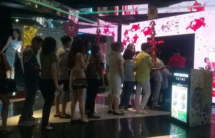 Khán giả vào xem phim Tết ở cụm rạp BHD 3-2