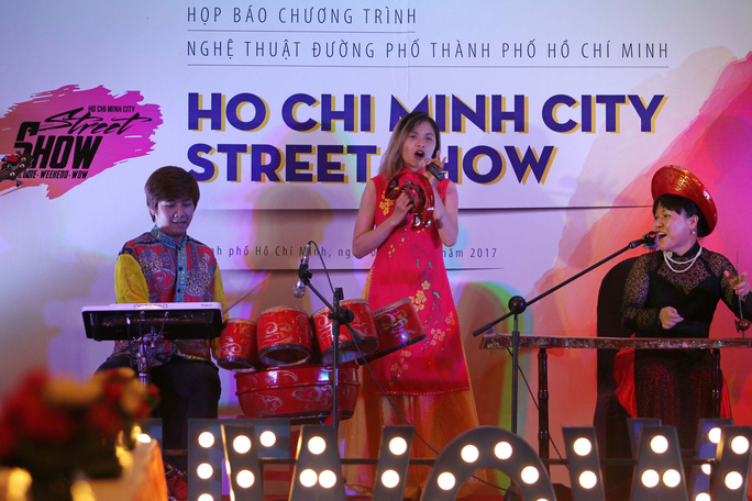 Trình diễn nghệ thuật đường phố hằng tuần trên đường Nguyễn Huệ - Ảnh 1.