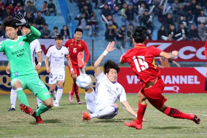 Hàng thủ U23 Việt Nam sơ hở nhiều - Ảnh 1.