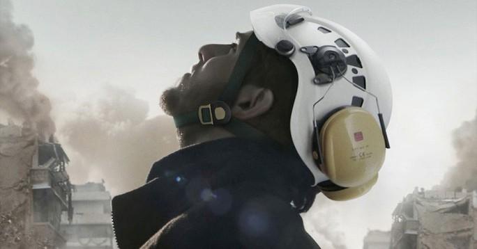 """Poster phim """"White Helmets"""""""