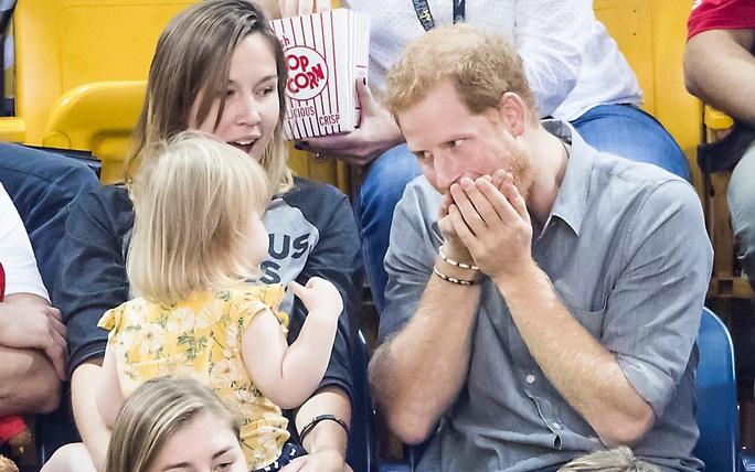 """Hoàng tử Harry bắt tại trận """"tên trộm nhí"""" - Ảnh 7."""