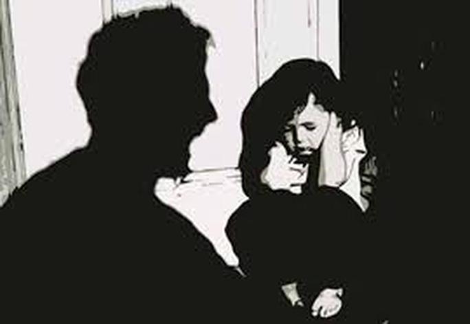 Bé 4 tuổi bị hiếp dâm tổn hại đến 41% sức khỏe - Ảnh 1.