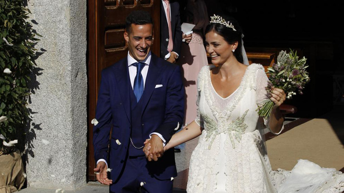 Hoành tráng mùa cưới của sao bóng đá - Ảnh 10.