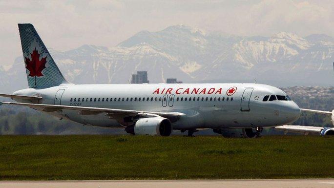 Máy bay Air Canada suýt hạ cánh trúng 4 máy bay - Ảnh 5.