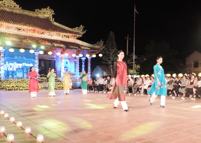 Ấn tượng thời trang tại Đêm lụa Phương Đông huyền ảo          - Ảnh 13.