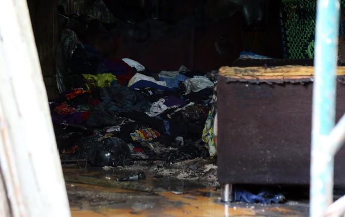 Cận cảnh vụ cháy, 3 mẹ con tử vong - Ảnh 12.