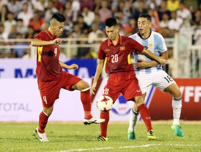 U20 Việt Nam: Tiền vệ lùn, hàng thủ cao - Ảnh 1.