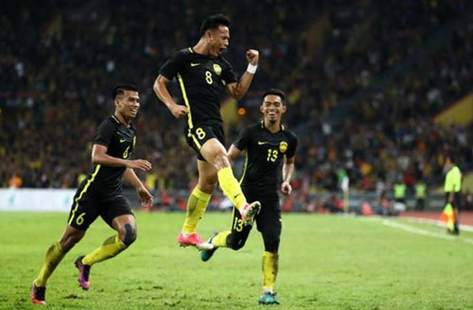 Dự bị lập công, Malaysia tiễn Singapore về nước - Ảnh 1.