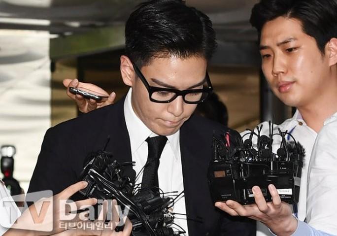 T.O.P (Big Bang) nhận án tù treo 10 tháng vì tội hút cần sa - Ảnh 3.