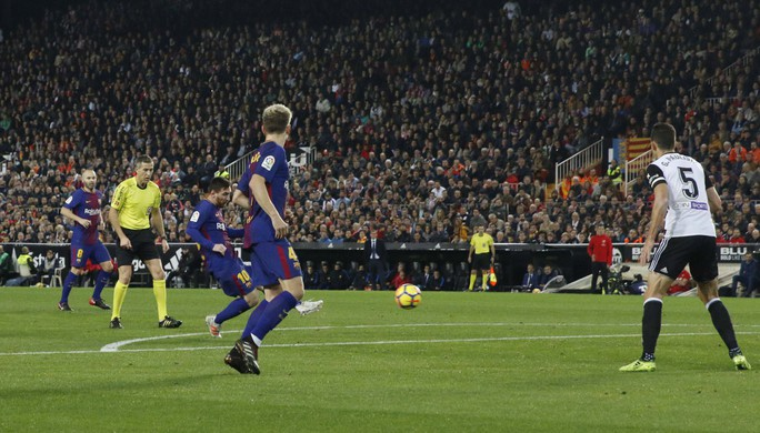 Nhà cái công nhận bàn của Messi, trả tiền cho người đặt cược - Ảnh 1.