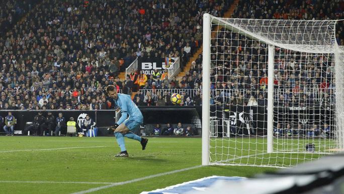 Nhà cái công nhận bàn của Messi, trả tiền cho người đặt cược - Ảnh 2.