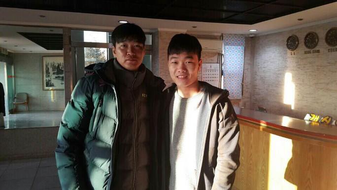 Xuân Trường được đưa đi thăm trung tâm đào tạo bóng đá Kim Tae Hee