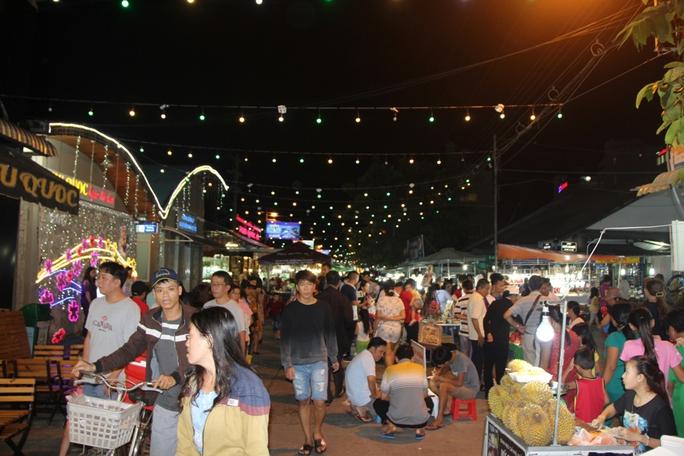 Mướt mồ hôi ở chợ đêm Phú Quốc - Ảnh 5.