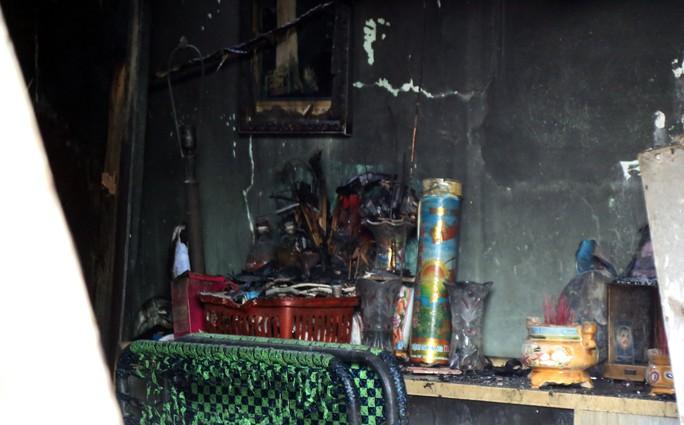 Cận cảnh vụ cháy, 3 mẹ con tử vong - Ảnh 14.