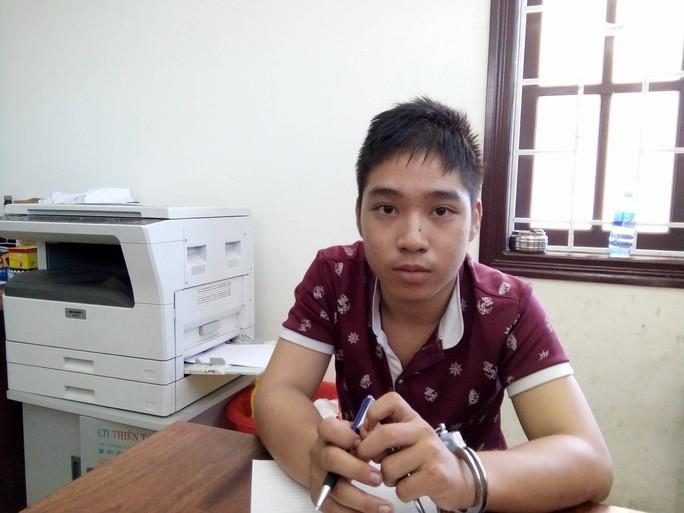 Thanh niên 17 tuổi liên tục cướp tài sản khách nước ngoài - Ảnh 1.