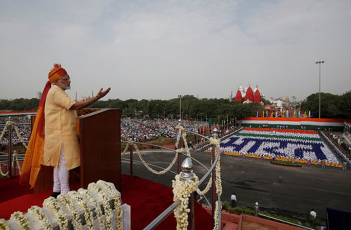 Ấn Độ sợ bị cắt cổ gà - Ảnh 1.