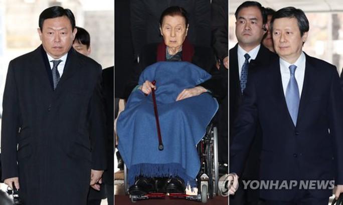 Gần hết người đứng đầu gia tộc Lotte lãnh án tù - Ảnh 1.