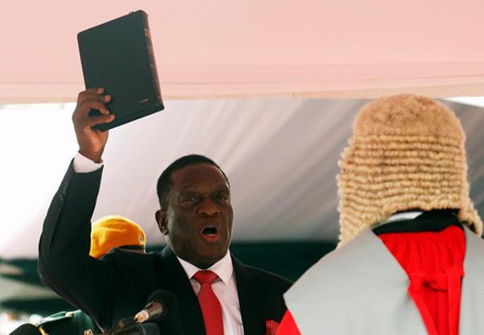 Sau gần 40 năm, Zimbabwe có lãnh đạo mới - Ảnh 1.