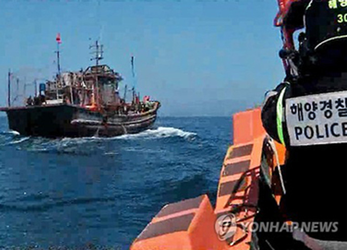 Quân đội Hàn Quốc sẽ tăng cường nỗ lực trấn áp tàu cá Trung Quốc hoạt động trái phép. Ảnh: Yonhap