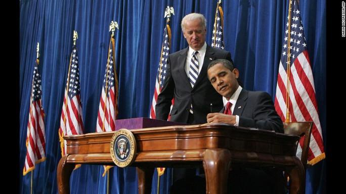 Trước khi rời Nhà Trắng, ông Obama nhận được sự ủng hộ cao nhất kể từ năm 2009 đến nay. Ảnh: AP