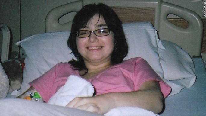 Cô gái mắc bệnh lạ: Cơ thể tự tấn công não bộ - Ảnh 1.
