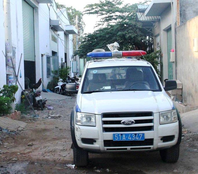 Lực lượng chức năng có mặt khám nghiệm hiện trường để điều tra vụ việc