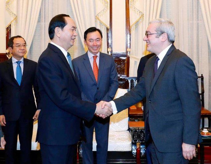 Đại sứ Phạm Sanh Châu tại sự kiện Chủ tịch nước Trần Đại Quang tiếp Giám đốc điều hành hãng thông tấn AFP Emmannuel Hoog