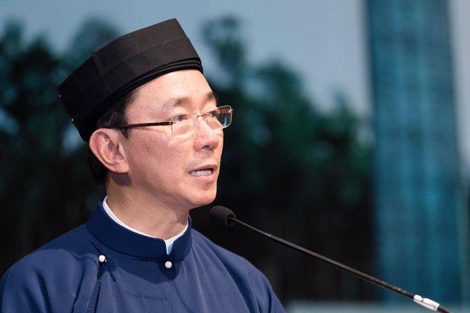 Áo dài và khăn xếp là trang phục quen thuộc của Đại sứ Phạm Sanh Châu trong nhiều sự kiện văn hóa