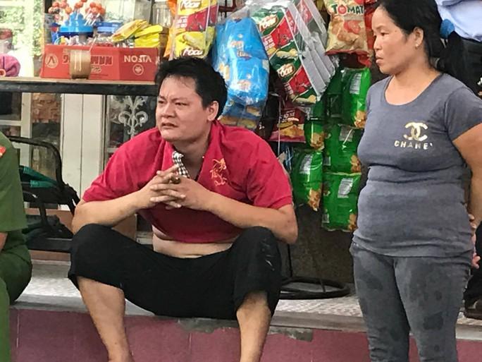 Người nhà của chị Nguyễn Thị Thủy khóc khi nghe tin xấu.