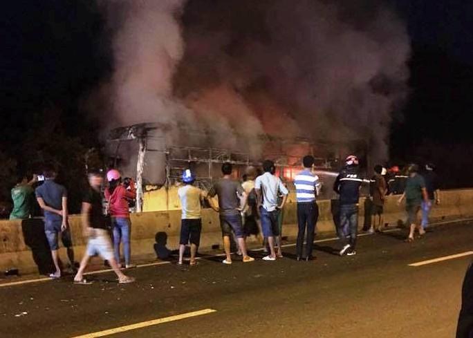 Cháy xe giường nằm dữ dội ở Nha Trang - Ảnh 3.