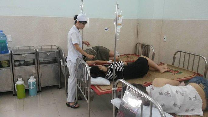 26 khách du lịch ở Cát Bà nhập viện, nghi bị ngộ độc hải sản - Ảnh 1.