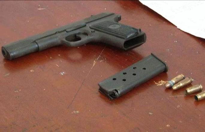Bắt chủ ghi lô đề, thu súng K54 và 6 viên đạn - Ảnh 2.