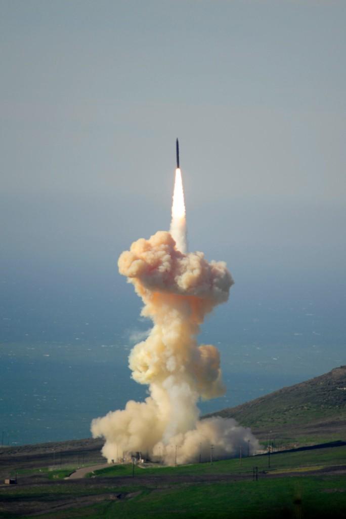 Mỹ thử cách mới triệt hạ tên lửa Triều Tiên từ gốc - Ảnh 2.