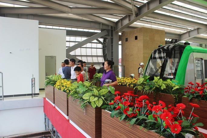 Háo hức mục sở thị tàu đường sắt Cát Linh - Hà Đông - Ảnh 9.