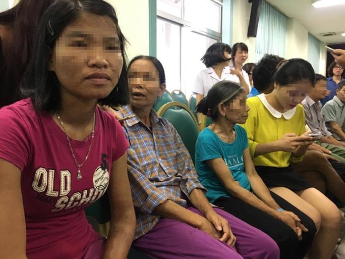 Tai biến chạy thận 8 người chết: Đình chỉ giám đốc bệnh viện Hoà Bình - Ảnh 5.
