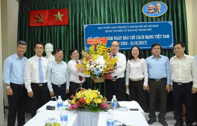 Bí thư Nguyễn Thiện Nhân thăm Trang tin Điện tử Đảng bộ TP HCM - Ảnh 2.